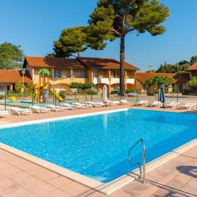 57bd659f9753a_village-vacances-piscine-la-londe-les-maures-2